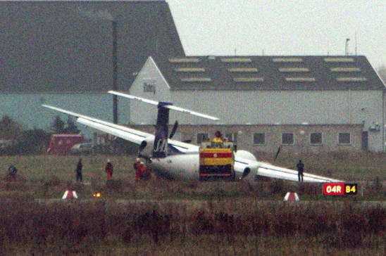 6 weeks after first grounding - another near fatality - SAS stops flying its 27 Q400 planes